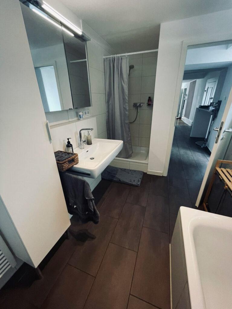 Duschen und Umkleideraum